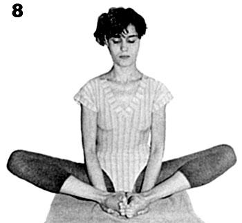 Paso 8 da postura de yoga Baddha Kanasana